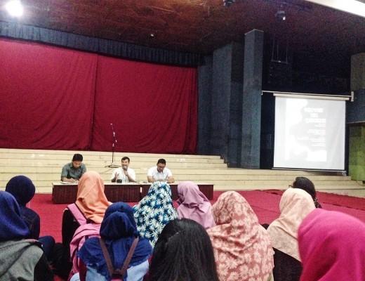 Diskusi Sastra Nasional PKKH: Mengaburkan Batas Realis dan Magis dalam Perempuan yang Disingkirkan