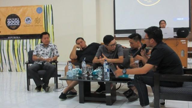"""ALSA LC UGM mengundang  beberapa pengusaha yang telah sukses di usia muda dalam """"How to be a Good Entrepreneur""""."""