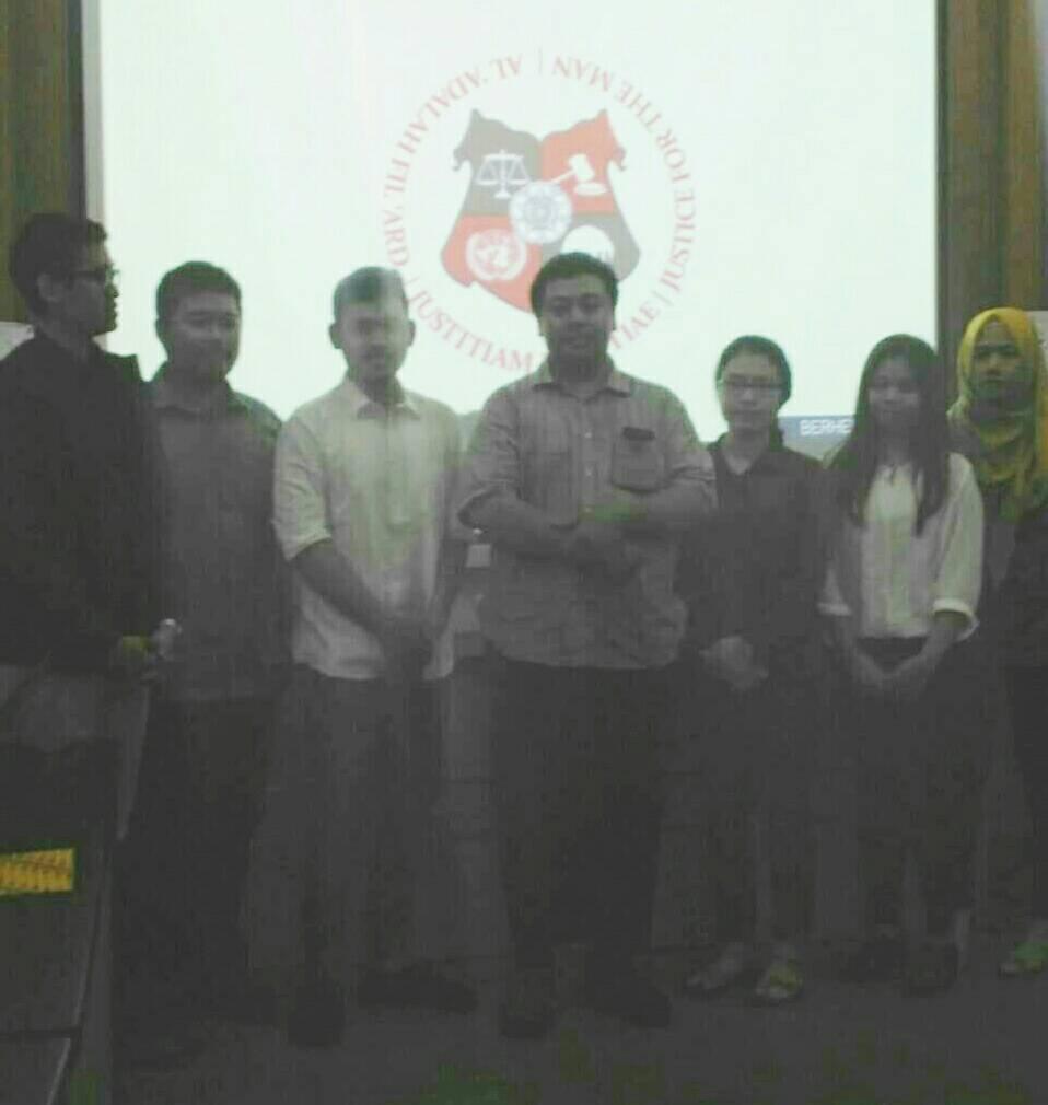 Pemenang dengan Editor in Chief dan Fajri (Foto: Eva)