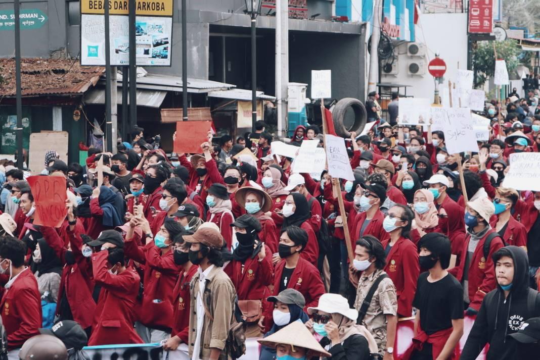 Di Balik Aksi Mahasiswa Menolak Omnibus Law Cipta Kerja